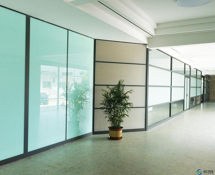 办公室安装隔断玻璃的优点