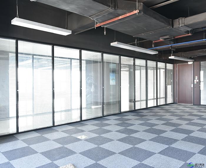 庆阳写字间办公室玻璃隔断施工