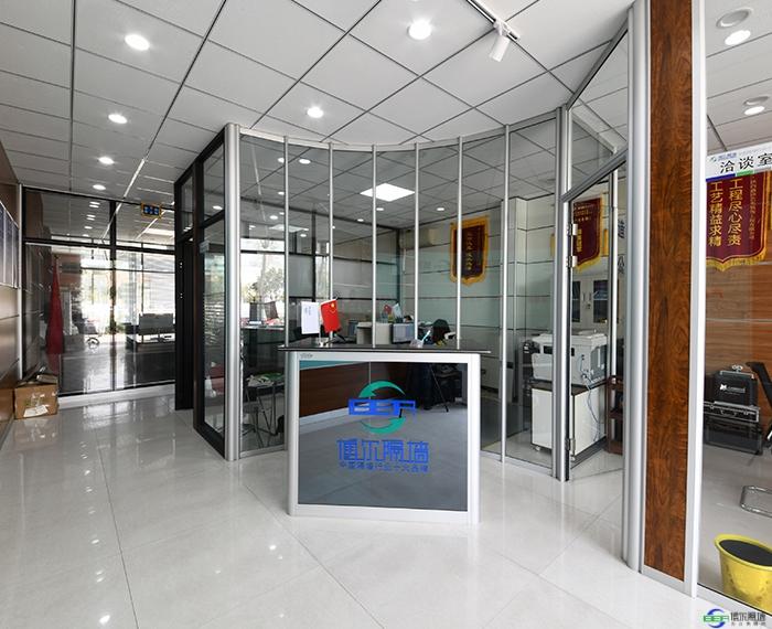 办公室装修设计选用玻璃隔断