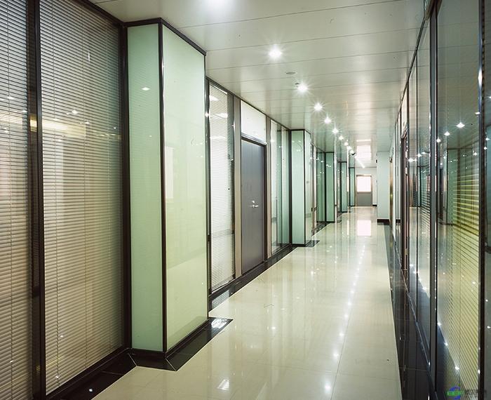 办公玻璃隔断采用的百叶