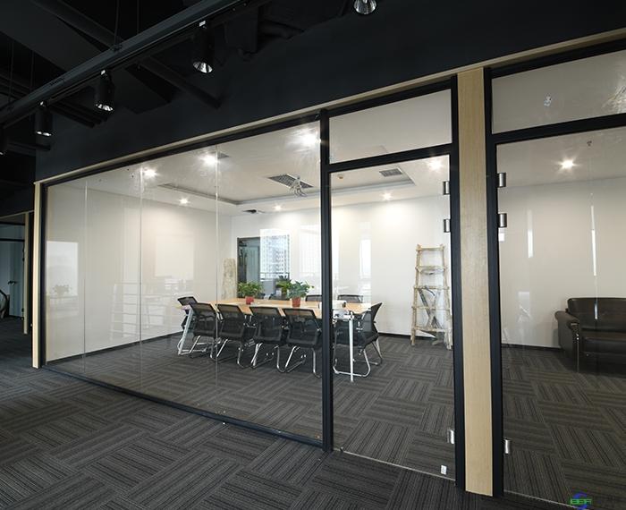 安装办公高隔间让办公环境更舒适