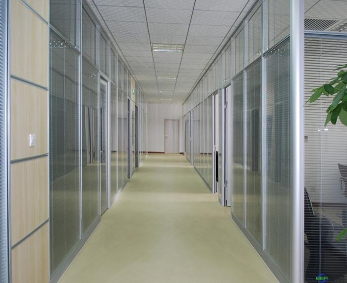 办公室玻璃隔断墙好不好?都具有哪些优点呢?