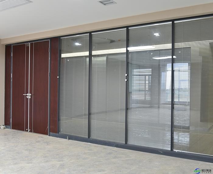 活动玻璃隔断安装需要注意的几点