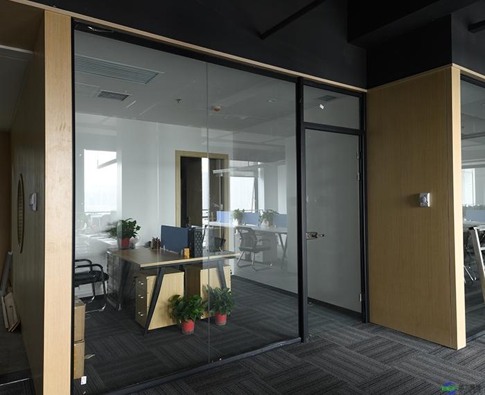 玻璃隔断多少钱一平米?