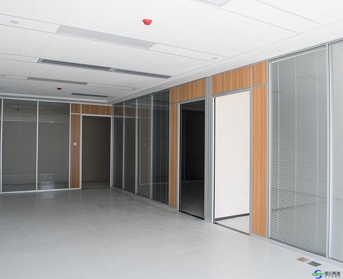 玻璃隔断墙安装施工特点