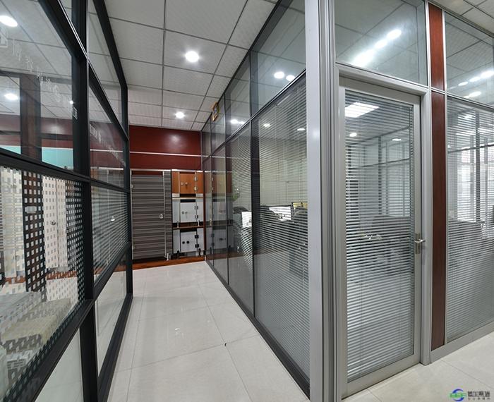 办公室装玻璃隔断的优点