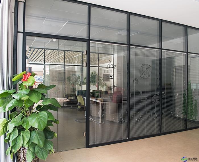 防火玻璃隔断的耐火性能