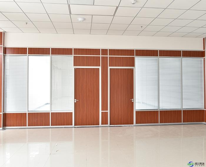 玻璃隔断墙中无框玻璃门该怎么安装?